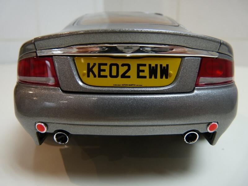 Aston Martin Vanquish - 2001 - James Bond - The Beanstalk Groupe 1/18 ème Aston_22