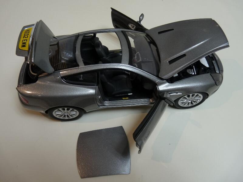 Aston Martin Vanquish - 2001 - James Bond - The Beanstalk Groupe 1/18 ème Aston_23