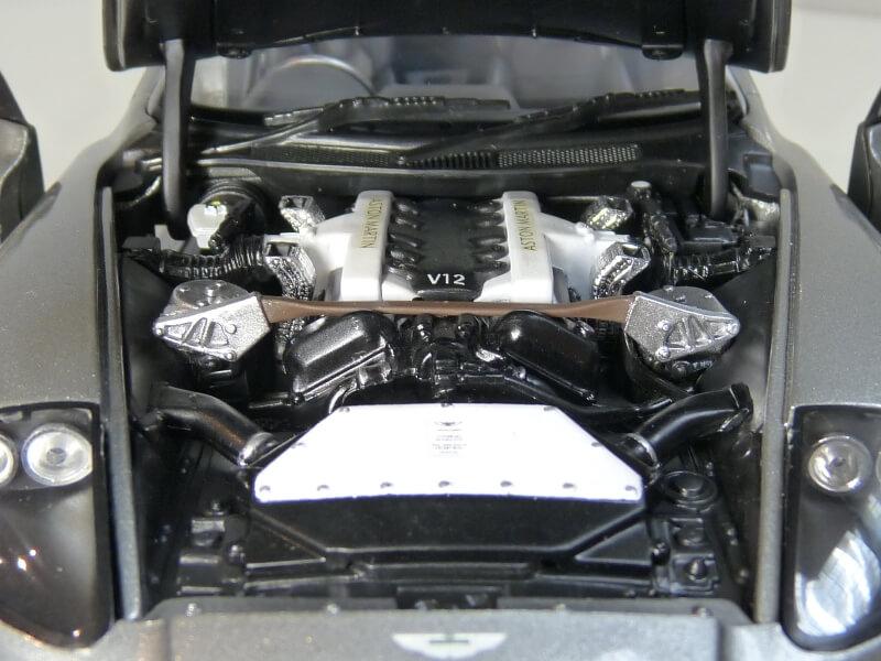 Aston Martin Vanquish - 2001 - James Bond - The Beanstalk Groupe 1/18 ème Aston_27
