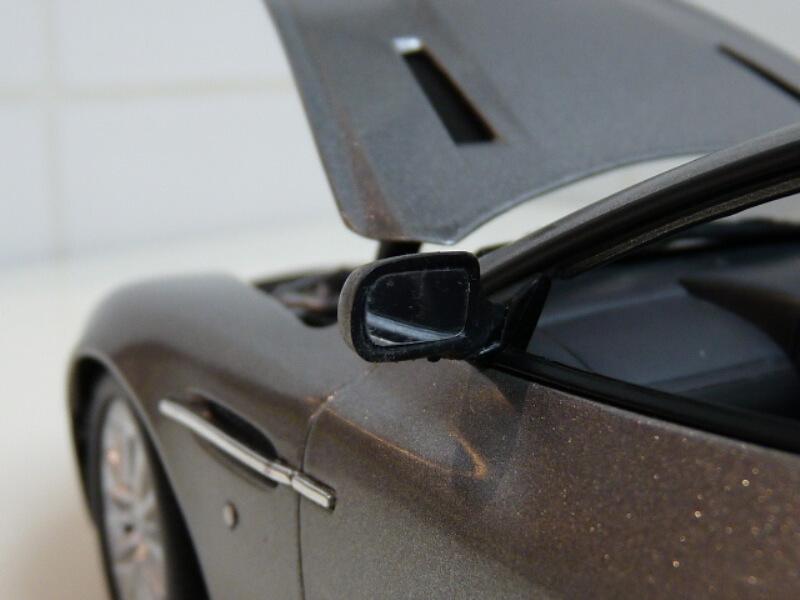 Aston Martin Vanquish - 2001 - James Bond - The Beanstalk Groupe 1/18 ème Aston_30