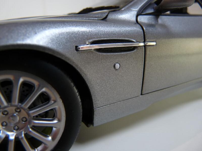 Aston Martin Vanquish - 2001 - James Bond - The Beanstalk Groupe 1/18 ème Aston_32