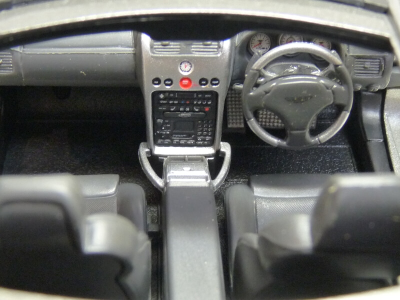 Aston Martin Vanquish - 2001 - James Bond - The Beanstalk Groupe 1/18 ème Aston_36