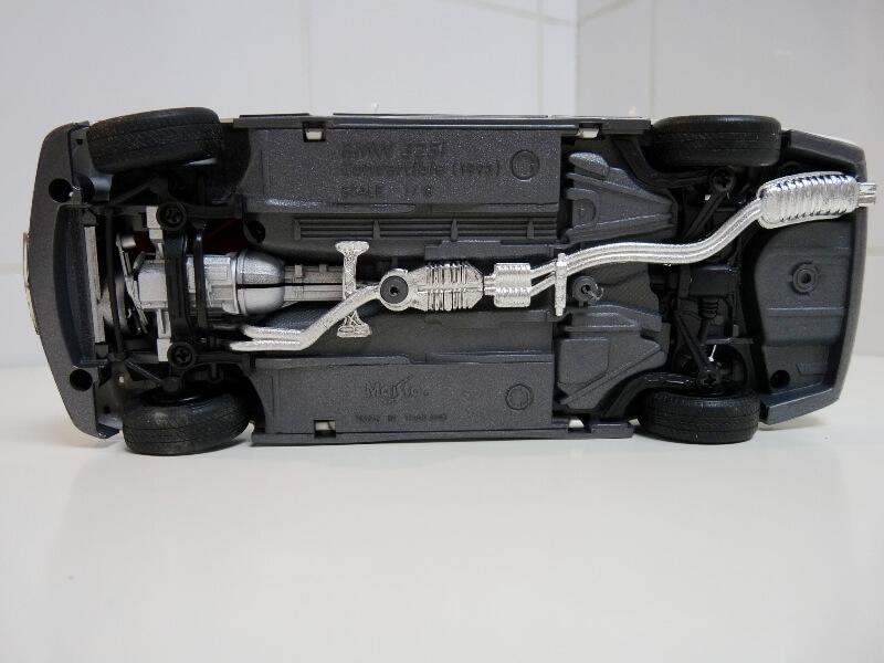 BMW 325i Convertible - 1993 - Maisto 1/18 ème Bmw_3214