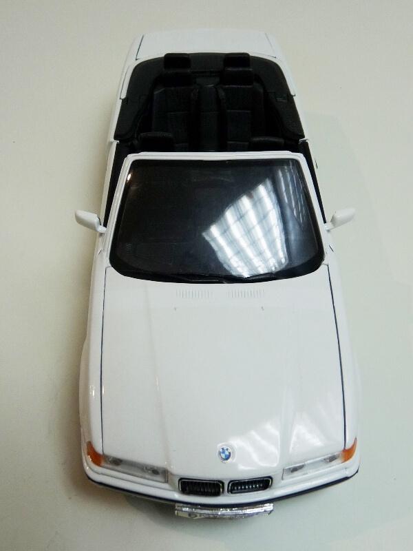 BMW 325i Convertible - 1993 - Maisto 1/18 ème Bmw_3217