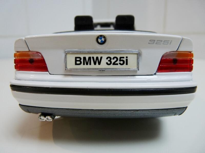 BMW 325i Convertible - 1993 - Maisto 1/18 ème Bmw_3218