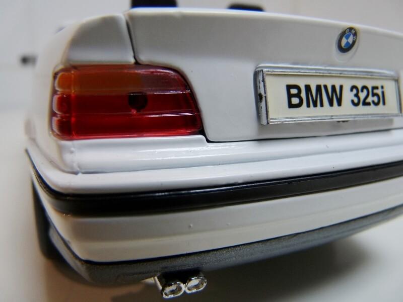 BMW 325i Convertible - 1993 - Maisto 1/18 ème Bmw_3230