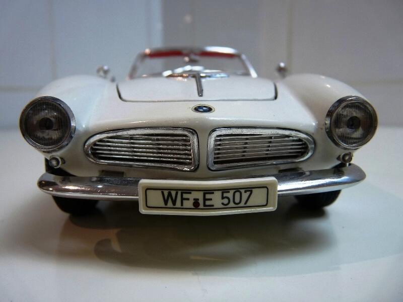 BMW 507 Touring Sport Cabriolet - 1957 - Revell Métal 1/18 ème Bmw_5011