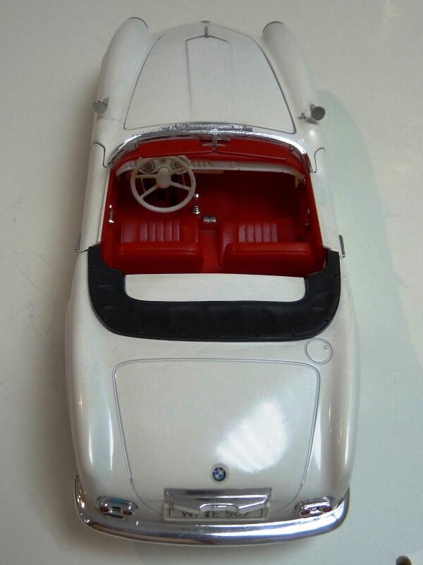 BMW 507 Touring Sport Cabriolet - 1957 - Revell Métal 1/18 ème Bmw_5020