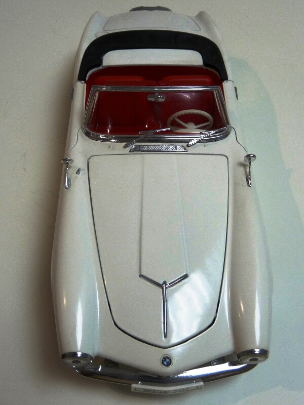 BMW 507 Touring Sport Cabriolet - 1957 - Revell Métal 1/18 ème Bmw_5021