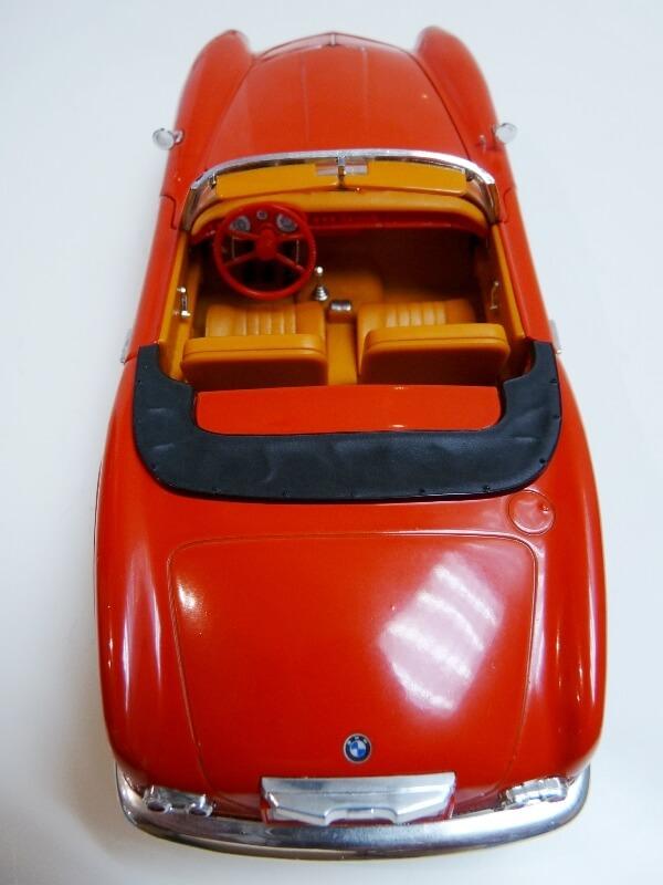 BMW 507 Touring Sport Cabriolet - 1957 - Revell Métal 1/18 ème Bmw_5037
