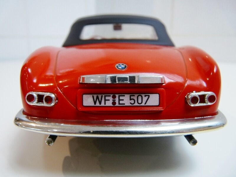 BMW 507 Touring Sport Cabriolet - 1957 - Revell Métal 1/18 ème Bmw_5040