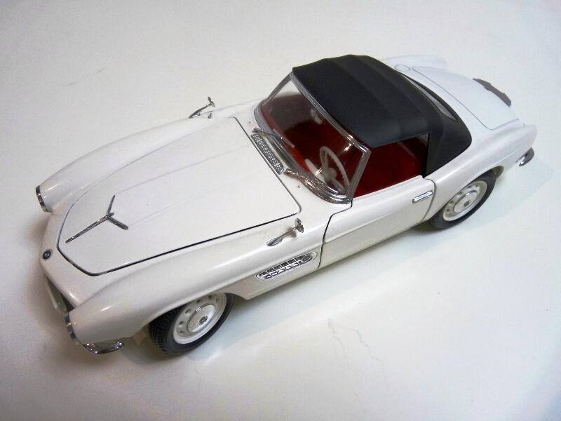 BMW 507 Touring Sport Cabriolet - 1957 - Revell Métal 1/18 ème Bmw_5059