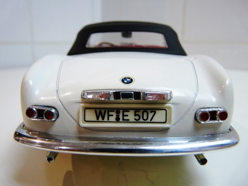 BMW 507 Touring Sport Cabriolet - 1957 - Revell Métal 1/18 ème Bmw_5060
