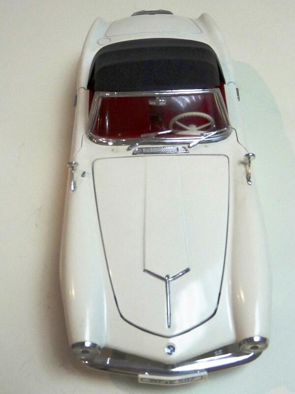 BMW 507 Touring Sport Cabriolet - 1957 - Revell Métal 1/18 ème Bmw_5063