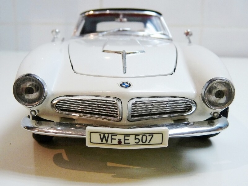 BMW 507 Touring Sport Cabriolet - 1957 - Revell Métal 1/18 ème Bmw_5065