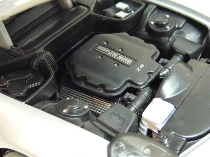 BMW Z8 - 2000 - Maisto 1/18 ème Bmw_z822