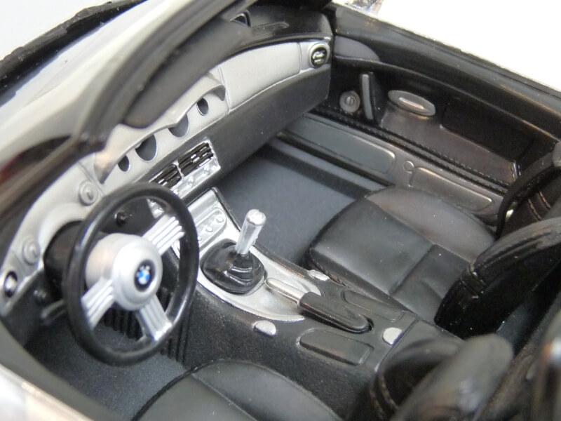 BMW Z8 - 2000 - Maisto 1/18 ème Bmw_z823