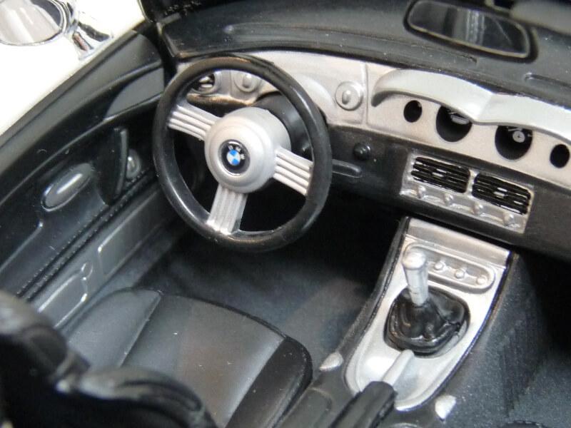 BMW Z8 - 2000 - Maisto 1/18 ème Bmw_z827