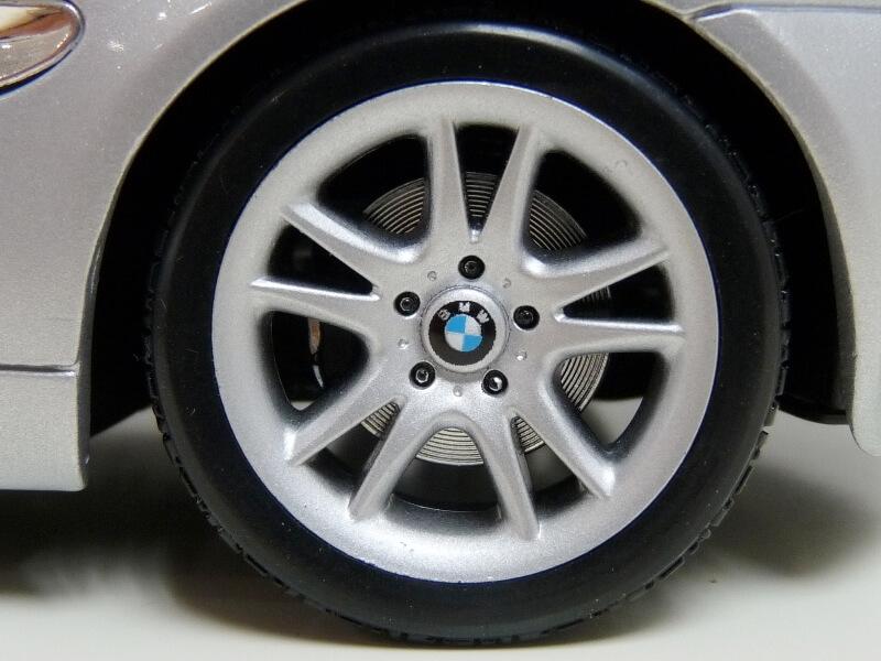 BMW Z8 - 2000 - Maisto 1/18 ème Bmw_z834