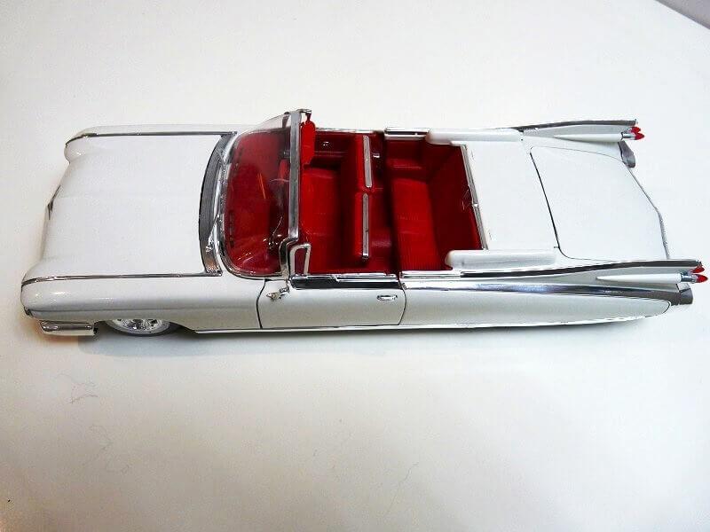 Cadillac Eldorado Biarritz - 1959 - Maisto 1/18 ème Cadeld11