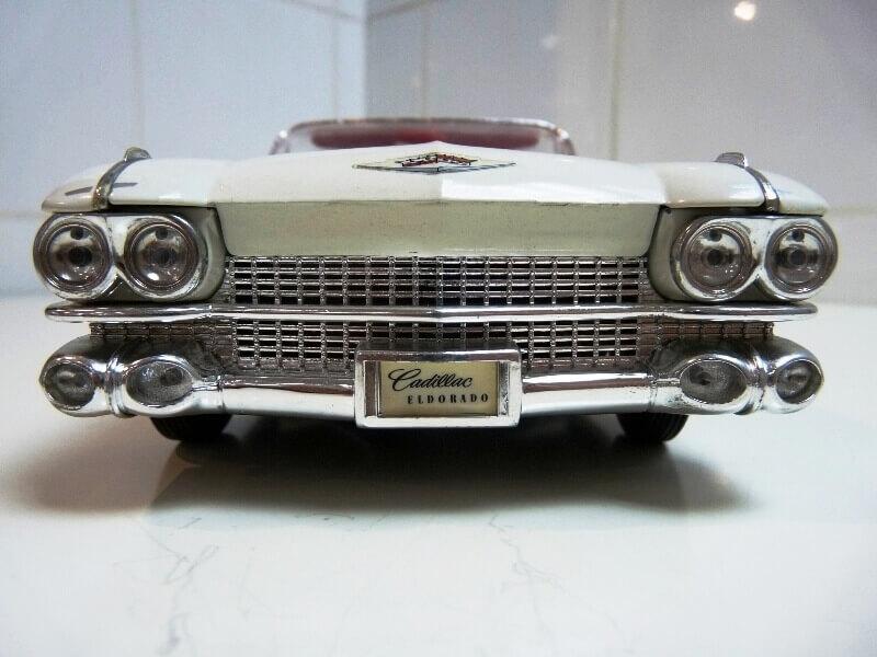 Cadillac Eldorado Biarritz - 1959 - Maisto 1/18 ème Cadeld12