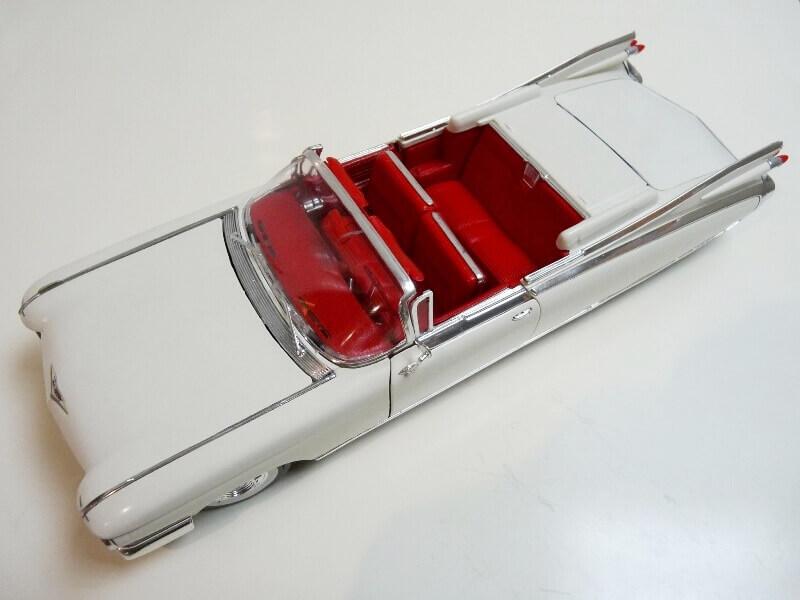 Cadillac Eldorado Biarritz - 1959 - Maisto 1/18 ème Cadeld13