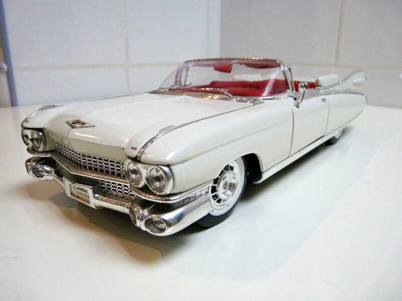 Cadillac Eldorado Biarritz - 1959 - Maisto 1/18 ème Cadeld15