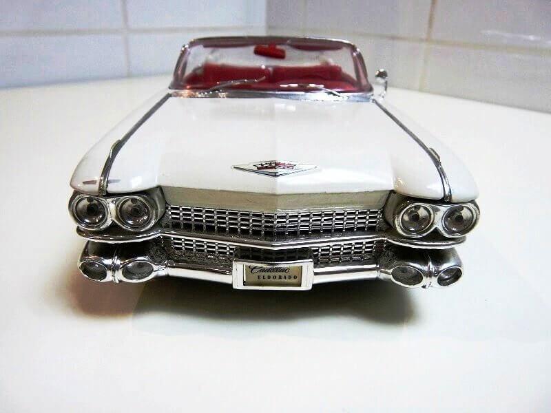 Cadillac Eldorado Biarritz - 1959 - Maisto 1/18 ème Cadeld16