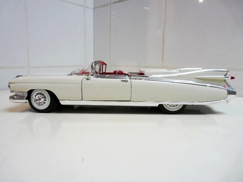 Cadillac Eldorado Biarritz - 1959 - Maisto 1/18 ème Cadeld22