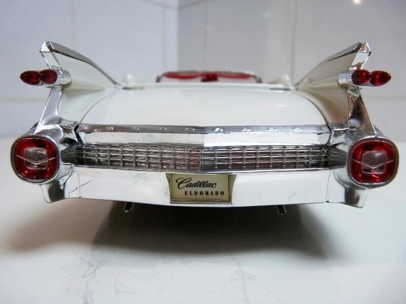Cadillac Eldorado Biarritz - 1959 - Maisto 1/18 ème Cadeld23