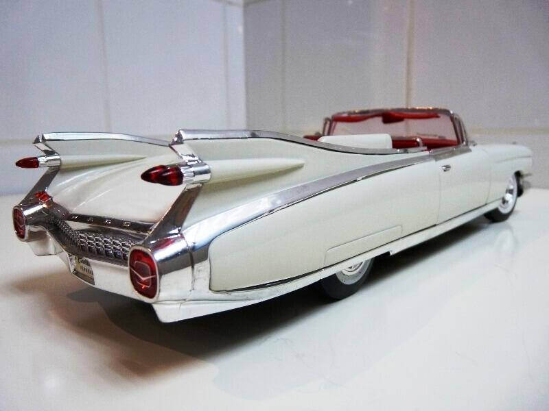 Cadillac Eldorado Biarritz - 1959 - Maisto 1/18 ème Cadeld24