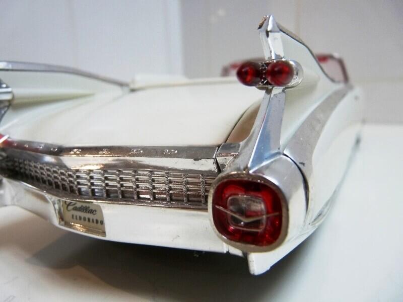 Cadillac Eldorado Biarritz - 1959 - Maisto 1/18 ème Cadeld25