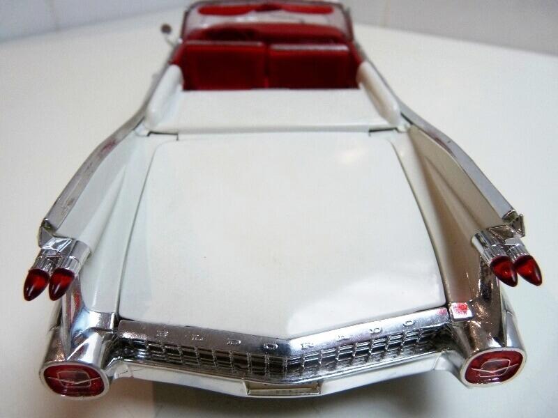 Cadillac Eldorado Biarritz - 1959 - Maisto 1/18 ème Cadeld26