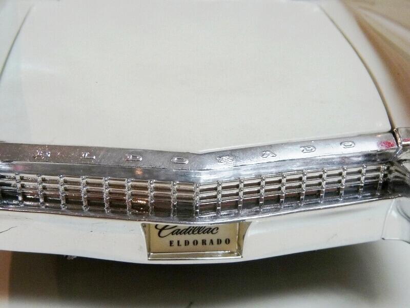 Cadillac Eldorado Biarritz - 1959 - Maisto 1/18 ème Cadeld27
