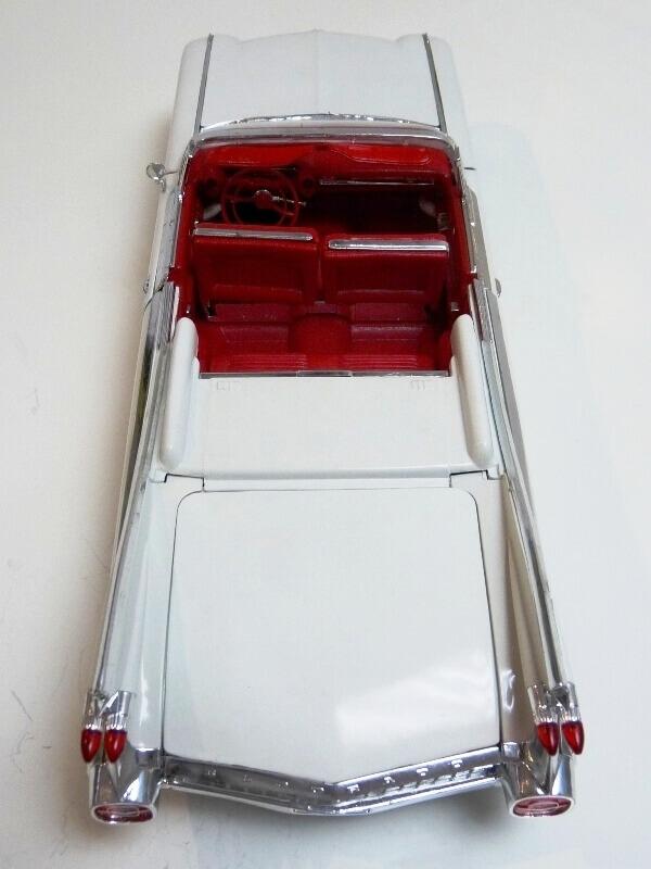 Cadillac Eldorado Biarritz - 1959 - Maisto 1/18 ème Cadeld30