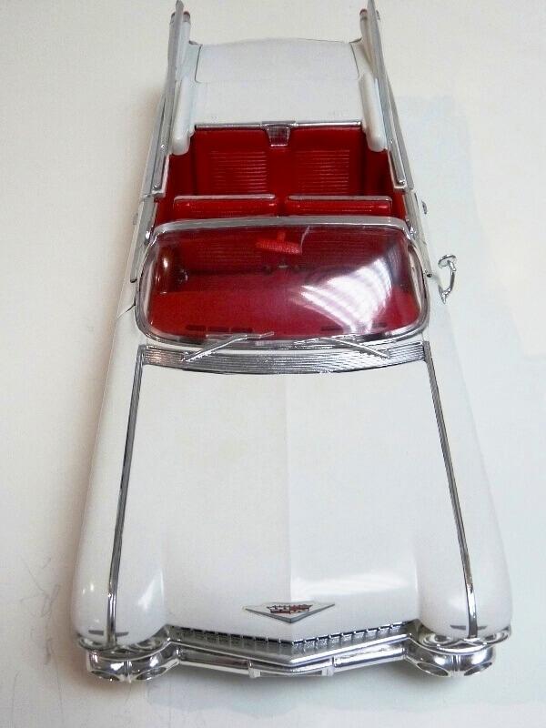 Cadillac Eldorado Biarritz - 1959 - Maisto 1/18 ème Cadeld31