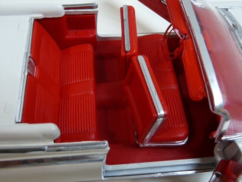 Cadillac Eldorado Biarritz - 1959 - Maisto 1/18 ème Cadeld38