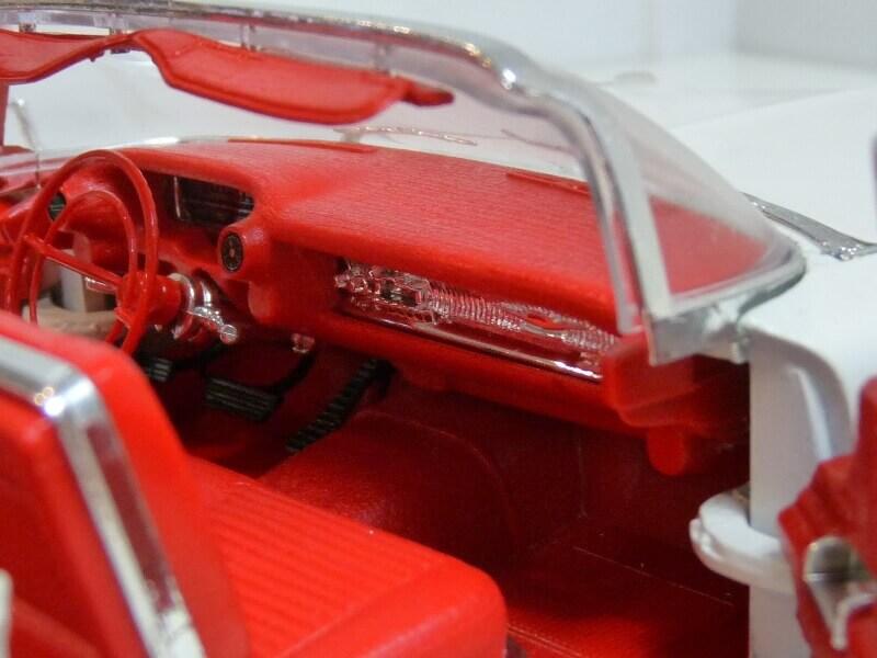 Cadillac Eldorado Biarritz - 1959 - Maisto 1/18 ème Cadeld41
