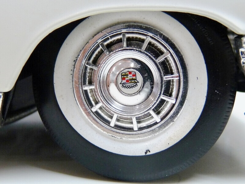 Cadillac Eldorado Biarritz - 1959 - Maisto 1/18 ème Cadeld43