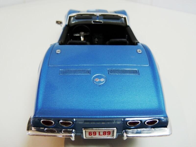Chevrolet Corvette Stingray- 1969 - Revell Métal 1/18 ème Checor13