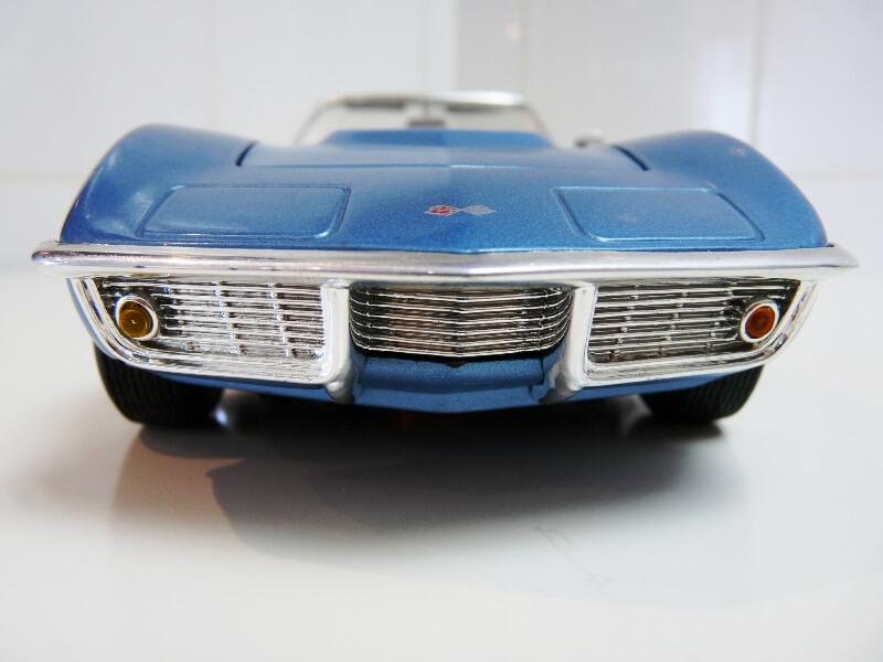 Chevrolet Corvette Stingray- 1969 - Revell Métal 1/18 ème Checor19