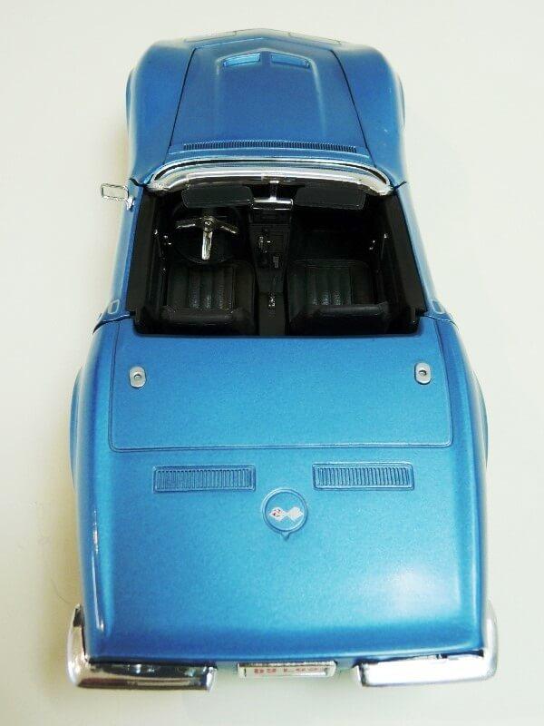 Chevrolet Corvette Stingray- 1969 - Revell Métal 1/18 ème Checor21