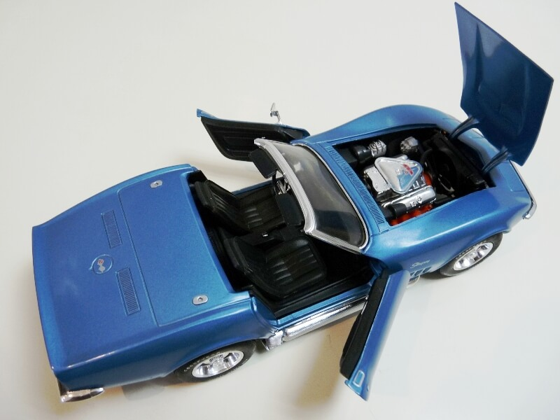 Chevrolet Corvette Stingray- 1969 - Revell Métal 1/18 ème Checor22