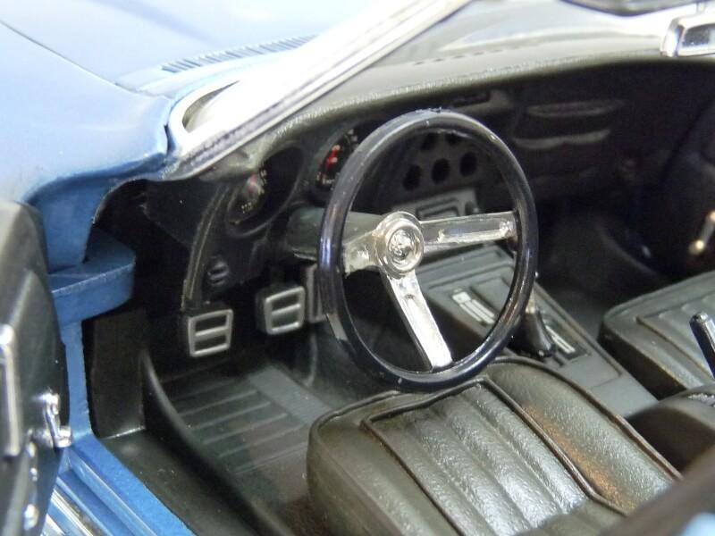 Chevrolet Corvette Stingray- 1969 - Revell Métal 1/18 ème Checor24