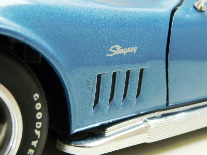 Chevrolet Corvette Stingray- 1969 - Revell Métal 1/18 ème Checor27