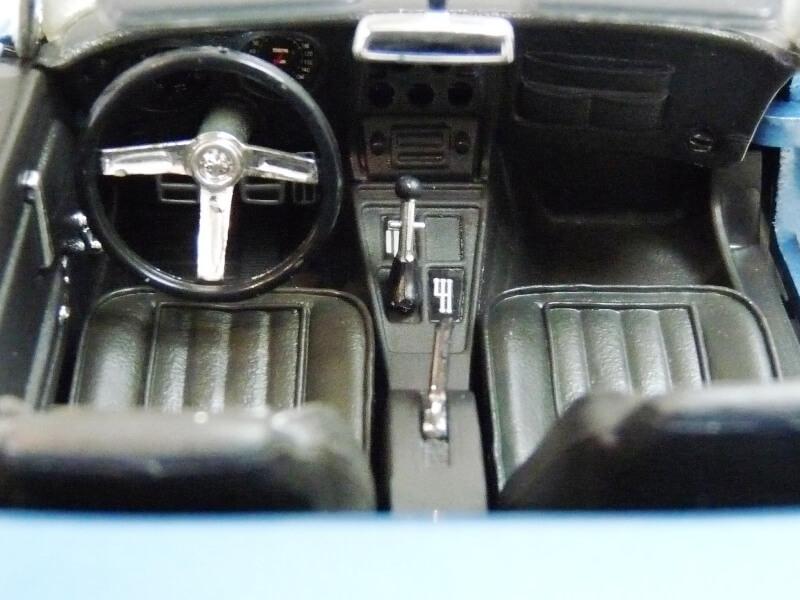 Chevrolet Corvette Stingray- 1969 - Revell Métal 1/18 ème Checor29