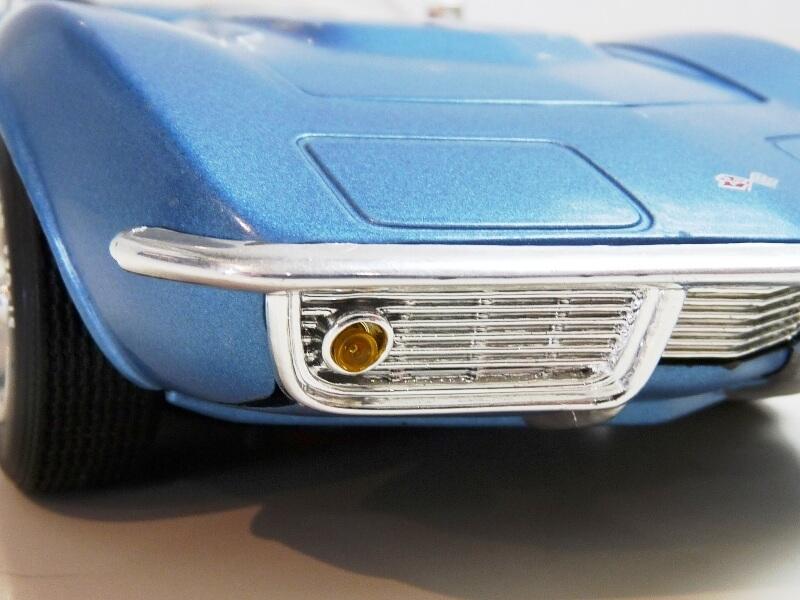 Chevrolet Corvette Stingray- 1969 - Revell Métal 1/18 ème Checor32