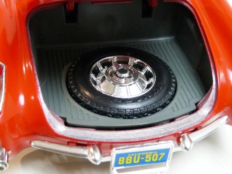 Chevrolet Corvette - 1957 - BBurago 1/18 ème Chevco23