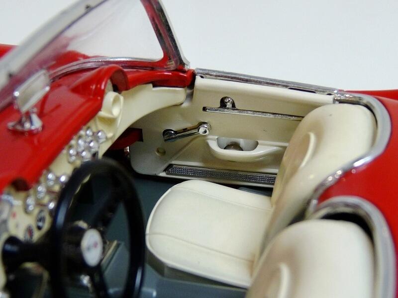 Chevrolet Corvette - 1957 - BBurago 1/18 ème Chevco24