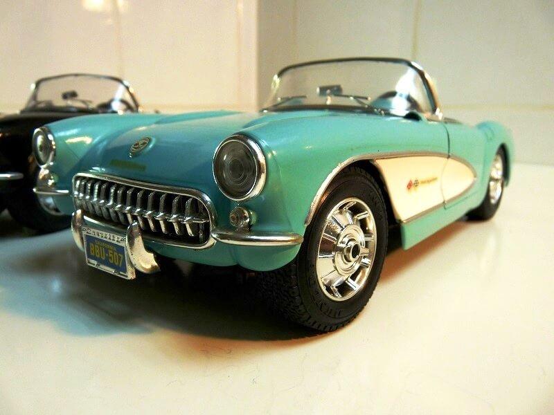 Chevrolet Corvette - 1957 - BBurago 1/18 ème Chevy_10